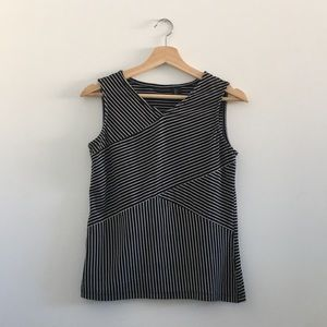 TAHARI Stripe Pattern Sleeveless Shirt - Small